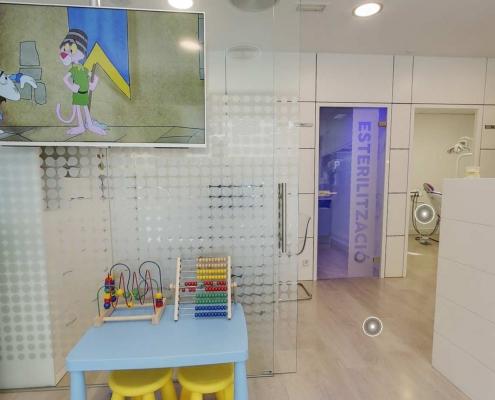 Sala di Attesa Clinica Odontoiatrica Dott Reato Dentista Barcellona Spagna